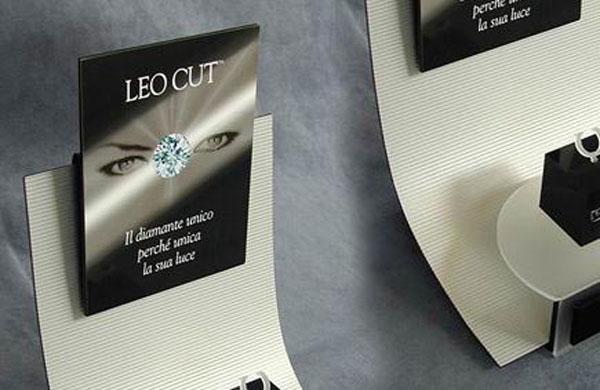 Leo Cut – Espositore da vetrina